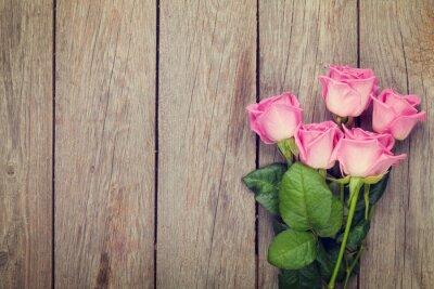 Fototapet Rosa rosor bukett över träbord