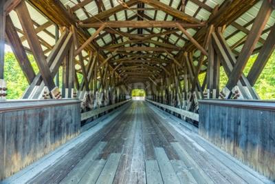 Fototapet Rowell Covered Bridge är en täckt bro i Hopkinton, New Hampshire som bär Rowell Bridge Road över Contoocook River. Det är en lång truss stil bro.