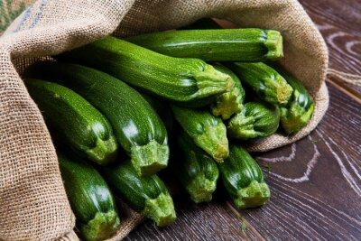 Fototapet Sacco di tela pieno di zucchine