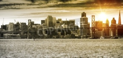 Fototapet San Francisco Sunset Panorama med Oakland Bay Bridge. Förenta staterna.