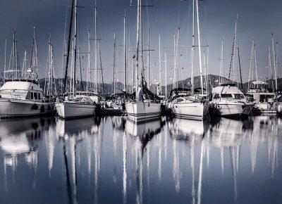 Fototapet Segla båthamn i kväll