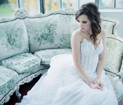 Fototapet Sensuell ung brud efter bröllopsfesten