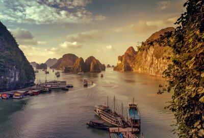 Fototapet skräp Ha Long Bay Vietnam.