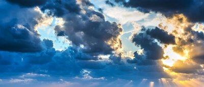 Fototapet solen skiner genom molnen