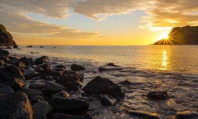 Fototapet Solnedgång på den berömda Isle of Skye i Skottland