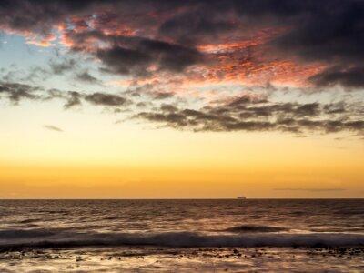 Fototapet Solnedgång på ett fartyg på Atlanten i Kapstaden - 1