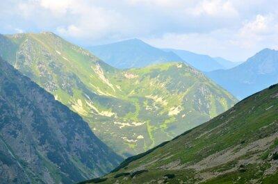 Fototapet Sommar bergslandskap. Gröna toppar i den polska Tatrabergen.