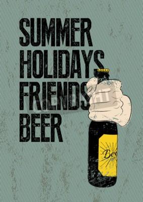 Fototapet Sommar, semester, vänner, öl. Typografisk retro grunge öl affisch. Handen håller en ölflaska. Vektor illustration.