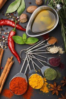 Fototapet stilleben med kryddor och olivolja
