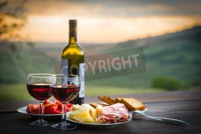 Fototapet stilleben Rött vin, ost och parmaskinka. Romantisk middag utomhus