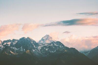 Fototapet Sunset Mountains toppar och moln Landskap Sommar Resa vild natur scenisk flygfoto.