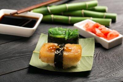 Fototapet Sushi med japanska omelett