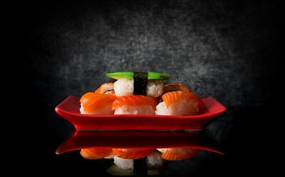 Fototapet Sushi på röd tallrik