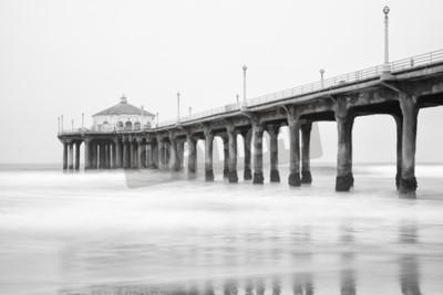 Fototapet Svartvitt foto på Manhattan Beach Pier, Kalifornien.