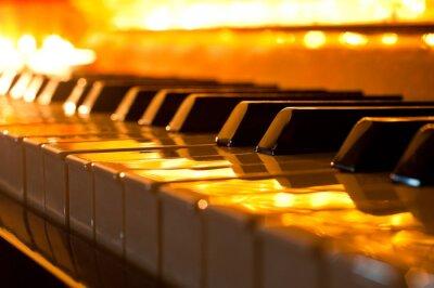 Fototapet Tangentbordet av pianot i det gyllene ljuset