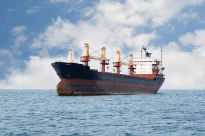 Fototapet Torrlastfartyget flyter på havet
