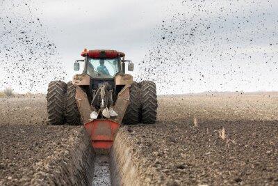 Fototapet Traktor med dubbla hjul DITCHER gräva kanalen dränering
