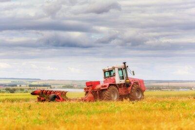 Fototapet Traktor på fältet