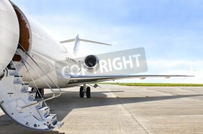 Fototapet Trappor med Jetmotor på en modern privat jetplan