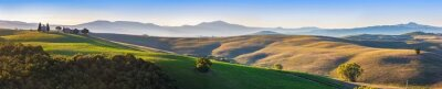 Fototapet Tuscany landskap panorama vid soluppgången med ett kapell Madonna d