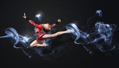 Fototapet Ung kvinna i gymnast kostym poserar