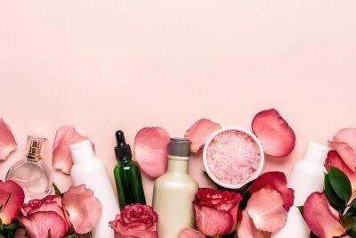 Fototapet Uppsättning av naturliga kosmetika från rosor. Skönhet och hudvård koncept