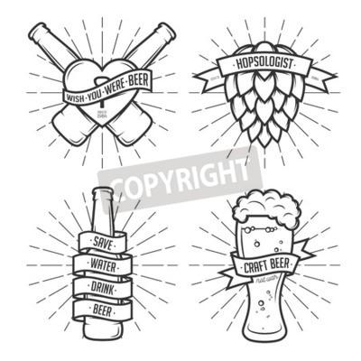 Fototapet Uppsättning av t-shirt öl utskrifter. Öl etiketter, märken, designelement. Vintage band med roliga citat. Fraser om öl.