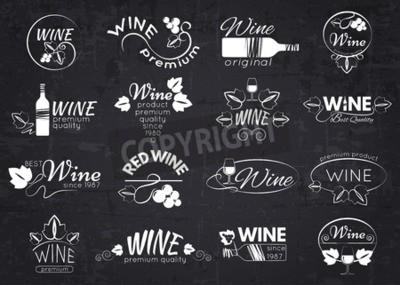 Fototapet Uppsättning av vinetiketter, märken och logotyper för design över tavlan. Vektor illustration.