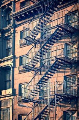 Fototapet Utanför metall brand fly trappor, New York City, tappning process