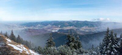 Fototapet Utsikten från bergsryggen till dalen