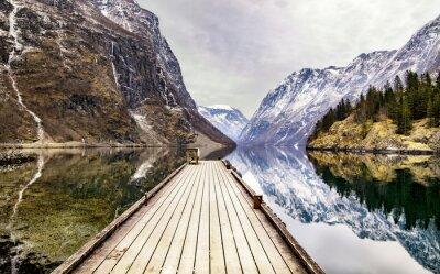 Fototapet Utsikten från Gudvangen by mot fjorden, Norge