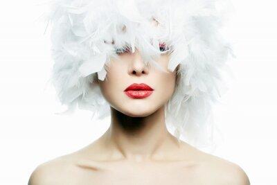Fototapet Vacker flicka i vita fjädrar Hatt. Smink