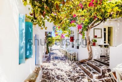 Fototapet Vacker gata på Paros Island, Grekland