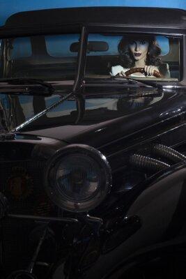Fototapet vacker kvinna i rikedomen bilen