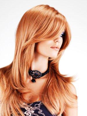 Fototapet Vacker kvinna med långa röda hår