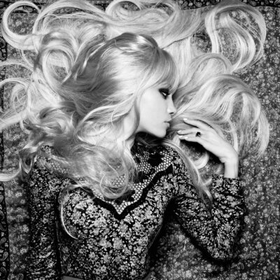 Fototapet Vacker kvinna med magnifik hår