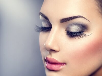 Fototapet Vacker mode lyx makeup. Långa ögonfransar, perfekt hud