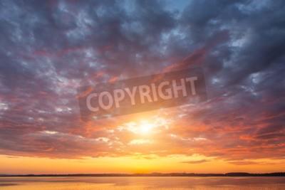 Fototapet Vacker solnedgång ovet sjön Alperna Österrike
