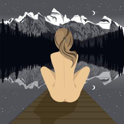 Fototapet Vacker ung naken kvinna sitter på bryggan tittar på bergs sjö på natten