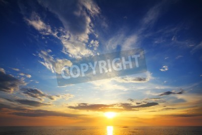 Fototapet vackert landskap med solnedgång över havet