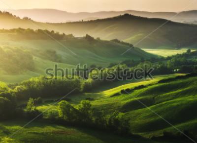 Fototapet Vackert upplyst landskap i Toscana
