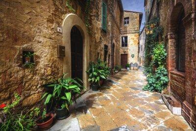 Fototapet Vackra vinklar och vrår i den medeltida italienska byn i