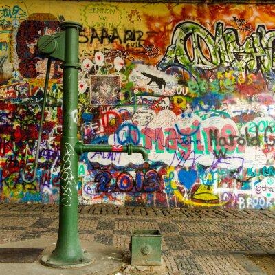 Fototapet Vatten Väl och en Graffiti Wall
