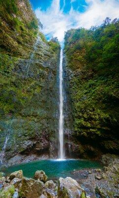 Fototapet vattenfall i slutet av Levada Caldeirao Verde