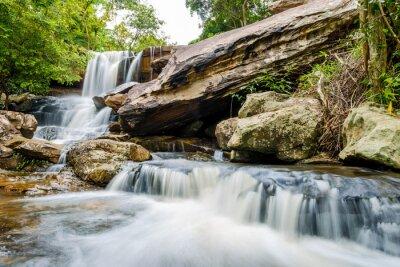 Fototapet vattenfall landskap