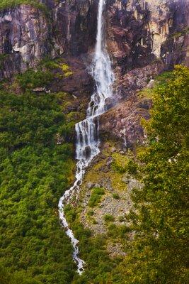 Fototapet Vattenfall nära Briksdal glaciären - Norge