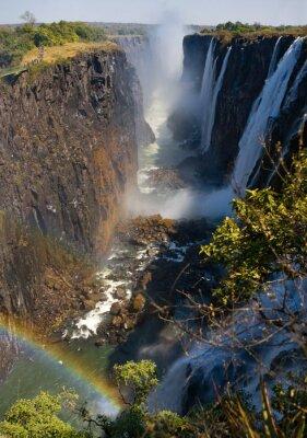 Fototapet Victoria faller. En allmän vy av en regnbåge. Nationalpark. Mosi-oa-Tunya nationalpark. och världsarv. Zambiya. Zimbabwe. En utmärkt illustration.