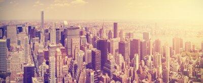 Fototapet Vintage tonas Manhattans skyline i solnedgången, NYC, USA.