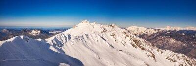 Fototapet Vinter berg panorama med skidbackar.