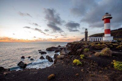 Fototapet Vulkaniska landskapet med fyr nära salt fabrik Fuencaliente på La Palma ö i Spanien
